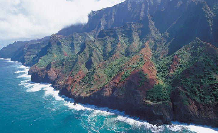 【ハワイを楽しむ50の方法】Vol.19 海と山がせめぎ合う絶景に息を飲む