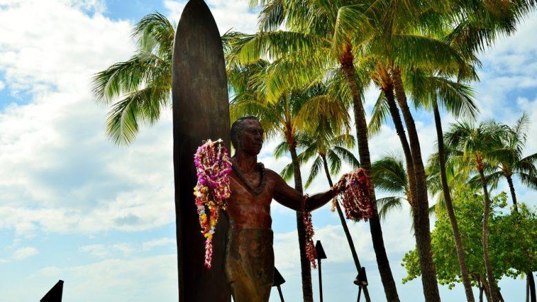 デューク・カハナモク像/Duke Kahanamoku Statue