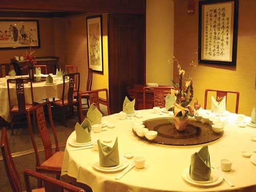 ワイキキ中心部の中華レストランでハッピーアワー開始