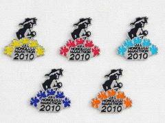 ホノルルマラソンの開催記念ロゴピンをプレゼント