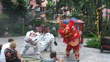 ロイヤル・ハワイアン・センターのロイヤルグローブで旧正月を祝うライオンダンスを披露!