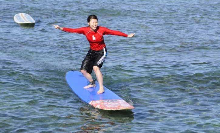 【ハワイを楽しむ50の方法】 Vol.36 1時間でサーフボードに立つ!