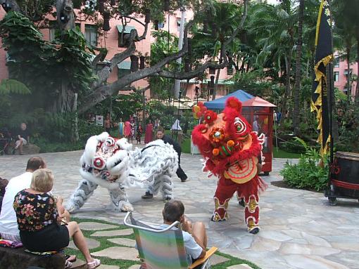 ロイヤルグローブで旧正月を祝うライオンダンス