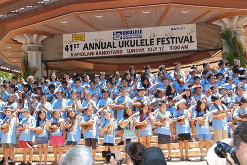 カピオラニ公園で開催される、毎年恒例のウクレレフェスティバル