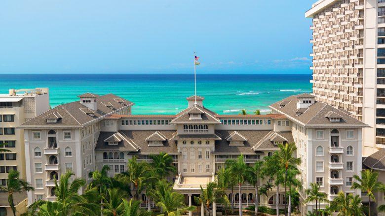 気品あふれるワイキキのラグジュアリーホテル「Moana Surfrider, A Westin Resort & Spa(モアナ サーフライダー ウェスティン リゾート&スパ)」