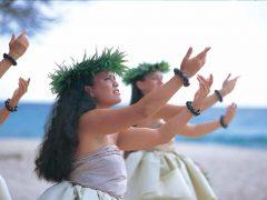 優雅に舞い踊るフラの秘密