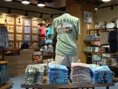 新インターナショナル マーケットプレイス内にクレイジーシャツの新店舗