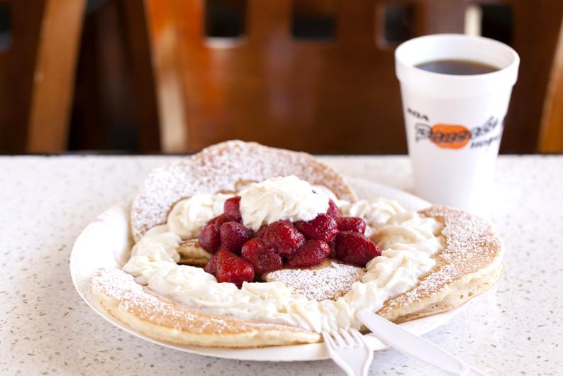 ハワイのパンケーキ・ストロベリー・ホイップクリーム