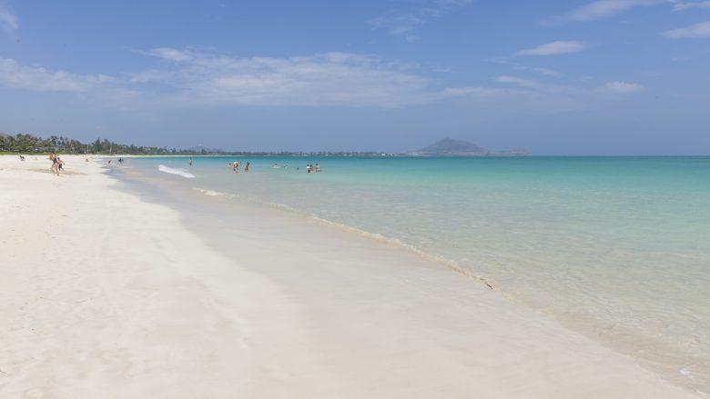 ローカル気分を味わえる真っ青なプライベートビーチ「カラマ・ビーチ」