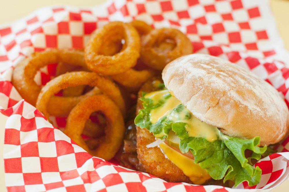 Teddy's Bigger Burgers Waikiki/テディーズ・ビガー・バーガーズ ワイキキ
