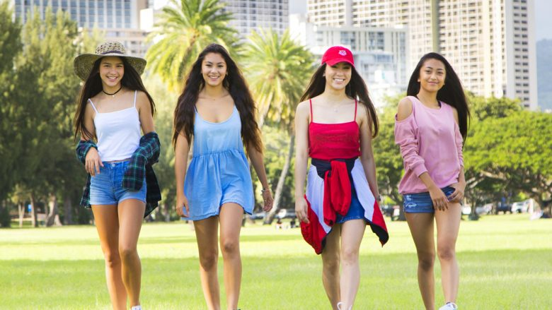 日米ハーフの新生ガールズグループ「Bliss」 ロコガールのリアルファッションに注目!