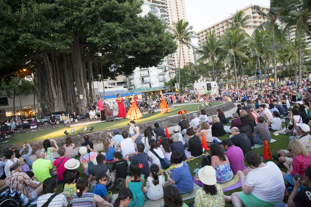 Kuhio Beach Hula Show/クヒオビーチ・フラショー