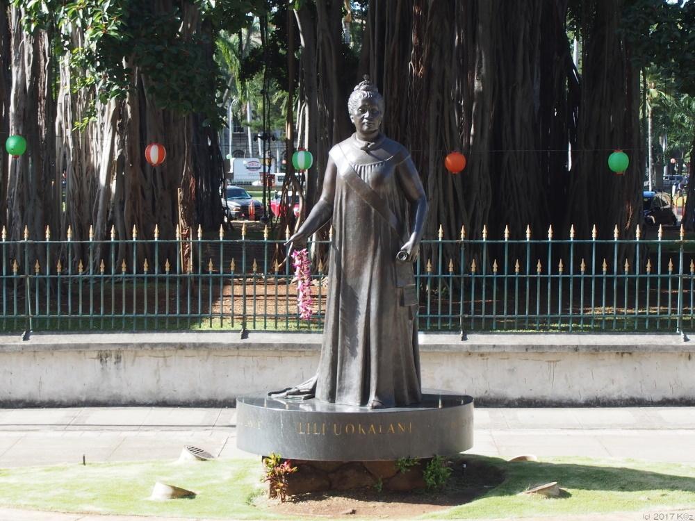 リリウオカラニ銅像/The statue of Queen Liliʻuokalani