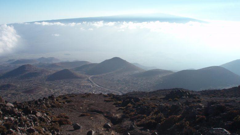 ハワイ島ツアーで行ける!雪の女神ポリアフが住むマウナケア山