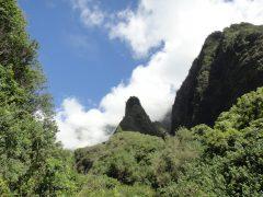 【徹底解説】ブルドーザーでも動かない石に祈りを捧げると?イアオ渓谷とハワイ王国統一の歴史