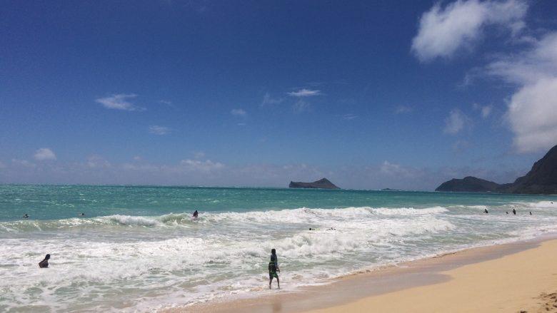 ロコもまばら。ワイマナロビーチで静かなハワイ時間を楽しもう♪