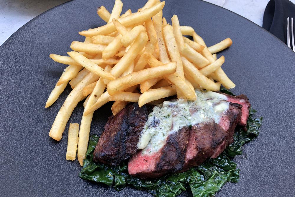 腹身ステーキのグリル「ステーキ&フリッツ」