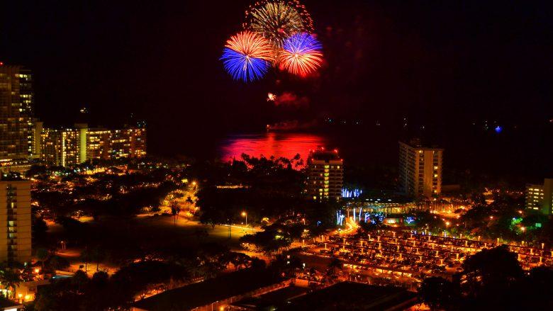 大興奮の5分!アロハフライデーに打ち上がるヒルトン花火をどこで見る?