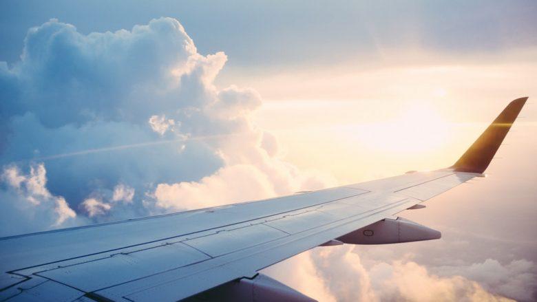【ハワイで役立つ英会話】機内で体調が悪くなってしまった時に使える一言