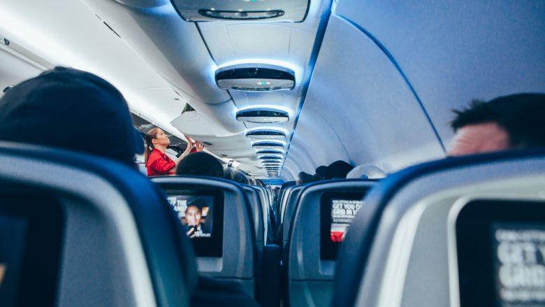 【ハワイで役立つ英会話】隣の乗客に声を掛けたい時って何て言う?