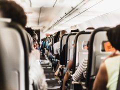 【ハワイで役立つ英会話】飛行機の機内で要望したい時の伝え方