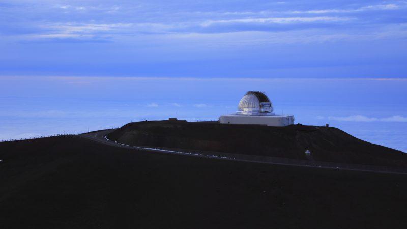 夏の星座さそり座は、ハワイでは「マウイの魔法の釣り針」