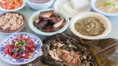 ハワイでしか食べられない!伝統のハワイアンフードのおすすめ老舗レストラン4店