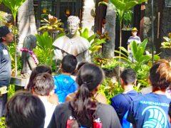 【ハワイトリビア】ワイキキで見かける銅像は誰でしょう?