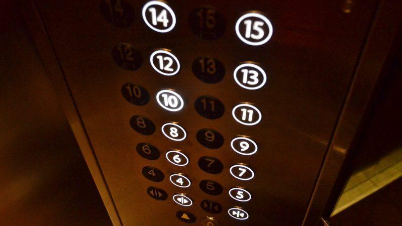 【ハワイで役立つ英会話】エレベーターで使えるフレーズはコレ!