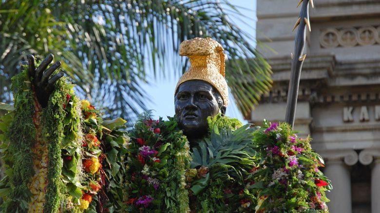 ハワイ州に3つあるキングカメハメハの銅像には違いがある?