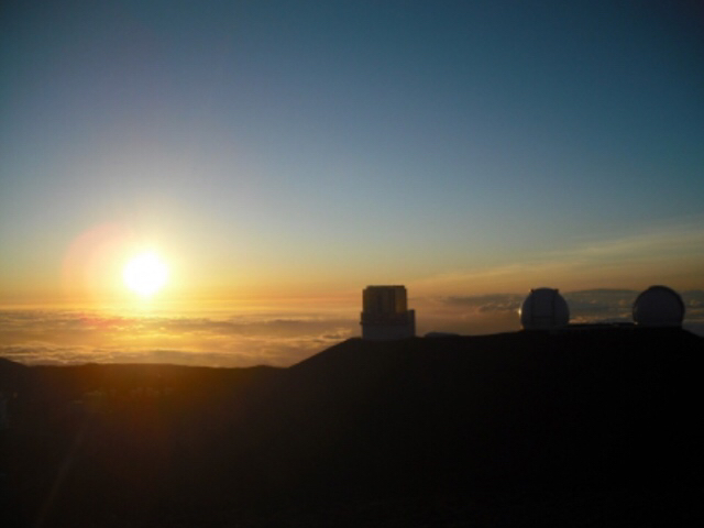 マウナケア山と望遠鏡群サンライズ