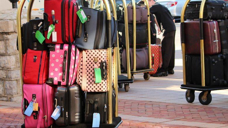 【ハワイで役立つ英会話】ホテルで荷物を預かって欲しい時は英語で何て言う?