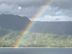 ハワイで楽しむ空の虹と旗の虹!ホノルル・プライド・パレードは今年も大盛況