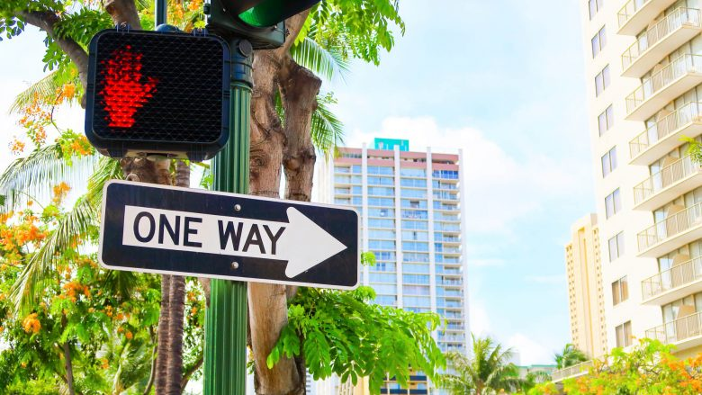 ハワイでは歩行者でも罰金!?もう一度見直したい交通ルール