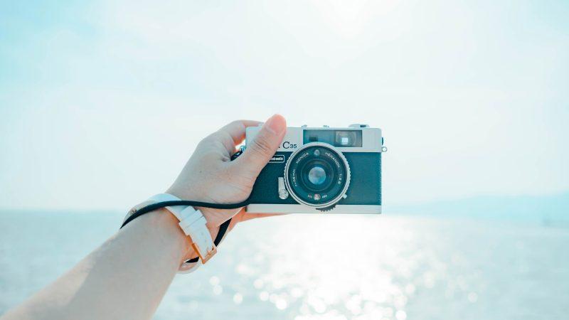 【ハワイで役立つ英会話】全身を入れた写真を撮ってほしいときは何て言う?