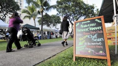 夕ごはんが食べられるハワイのファーマーズマーケット4選!