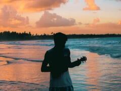 ステイホームでウクレレに挑戦してみよう♪初心者におすすめのハワイアンウクレレ曲をご紹介