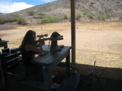 射撃はやっぱり屋外が最高!ココクレーターの麓にある射撃場で体験してみた