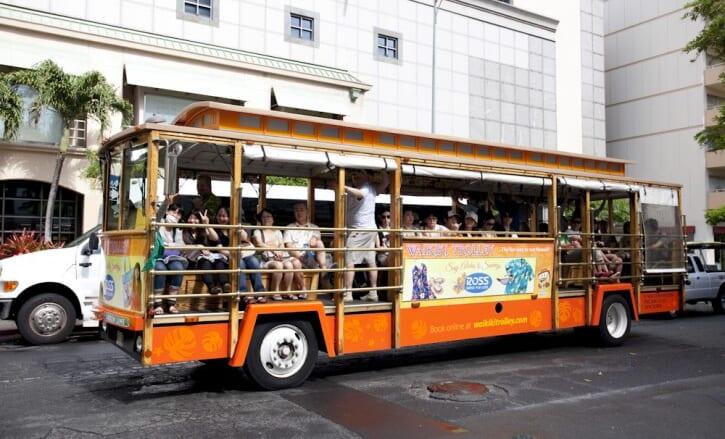 【ハワイの移動手段】ワイキキトロリーとは?乗車方法や料金と走る6ルートを徹底解説