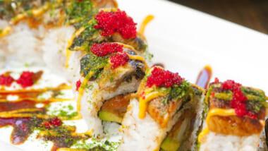 芸術品のようなロール寿司が人気のお店
