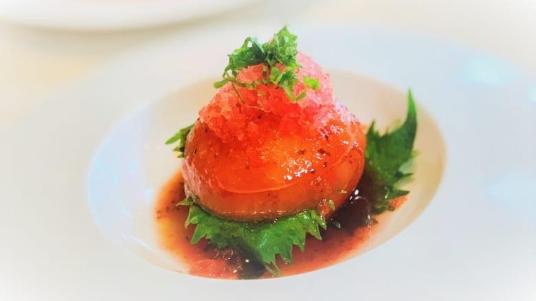 ハワイ・リージョナル・キュイジーヌを代表するスターシェフ、アラン・ウォン氏のトマトサラダ