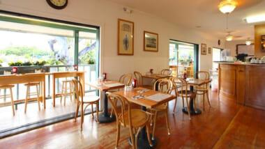 店内飲食を再開しているアラモアナエリアのレストラン