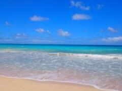 海の色に感動!ハワイで週末限定の美しすぎるビーチ「ベローズビーチ/Bellows Beach 」をご紹介