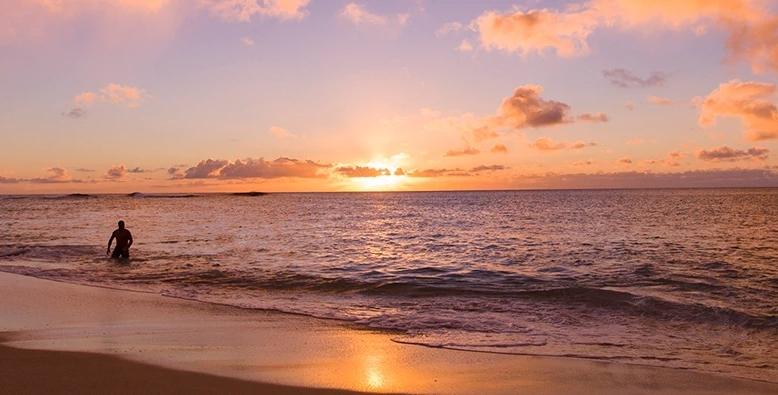 参加費無料!ハワイ中継でリモート旅気分も味わえる!ワイキキビーチのサンセットをみんなで見よう♪
