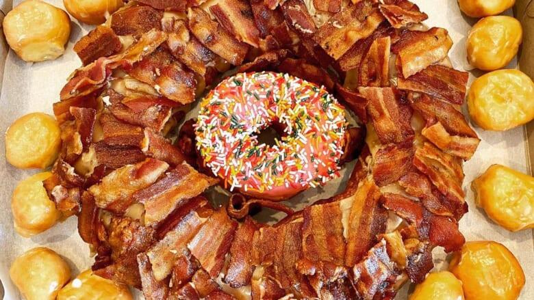 【在住者レポート】甘じょっぱさがたまらなく美味しい!「ドーナツキング/Donut King 」の名物「メープルベーコンドーナツ」をご紹介