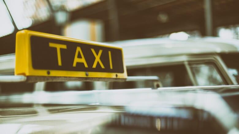 【徹底解説】ハワイでは手を上げてタクシーを呼ばない?ハワイのタクシー事情と乗り方・料金をご紹介