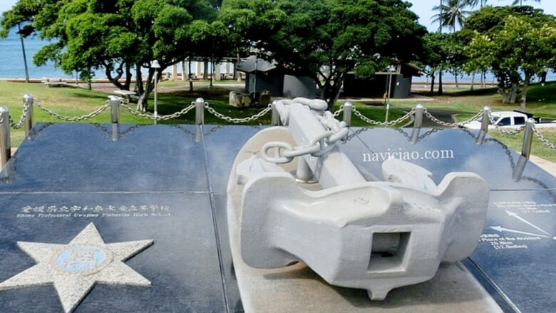 【えひめ丸事故から20年】カカアコの小高い丘の上にある慰霊碑