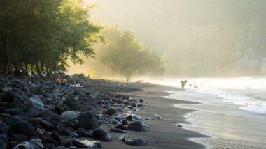 ハワイ島のビーチは黒砂ばかり?気になるハワイ島ビーチ事情と穴場ビーチ「マニニオワリビーチ」