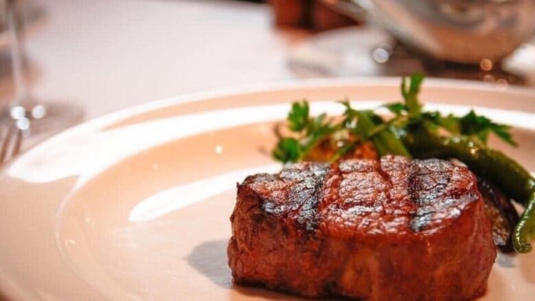 ハワイロスの方必見!日本で食べられるハワイの老舗ステーキ店「アカレンガステーキハウス/AKARENGA STEAK HOUSE」をご紹介