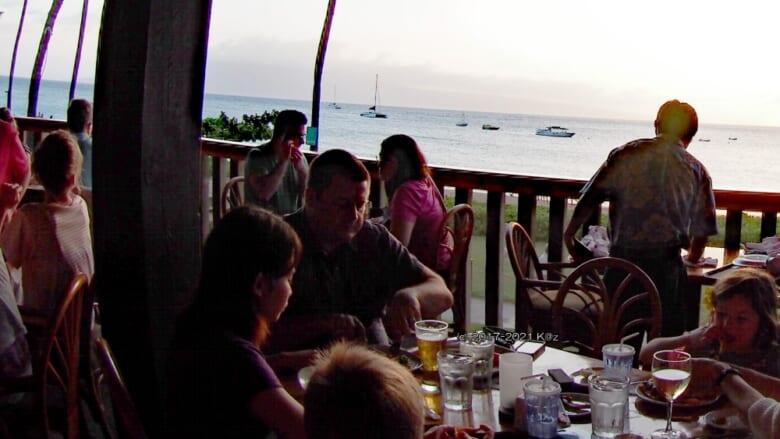 マウイ島でビーチサイドディナー♪ 料理も雰囲気も上質な「レイラニズ・オン・ザ・ビーチ/Leilani's on the Beach」